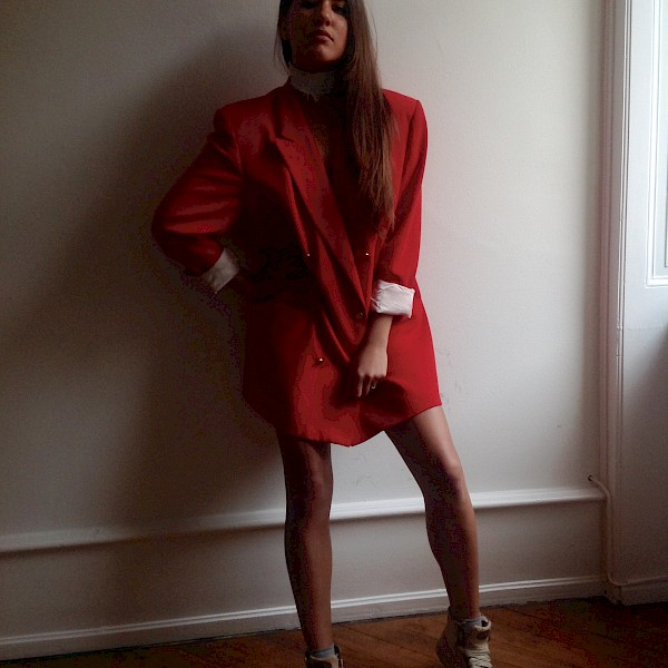 lady in red: Vintage Escada Blazer dress 90s oversized, NIKE Blazer raffia woven
