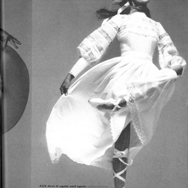folklore ballerina b&w fashion photography timeless inspo textures body timeless kate moss lindbergh newton avedon demarchelier meisel Alaia Chanel