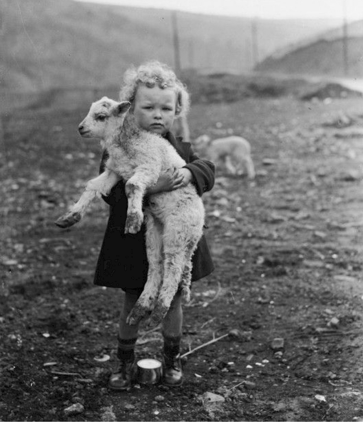kid with sheep b&w fashion photography timeless inspo textures body timeless kate moss lindbergh newton avedon demarchelier meisel Alaia Chanel