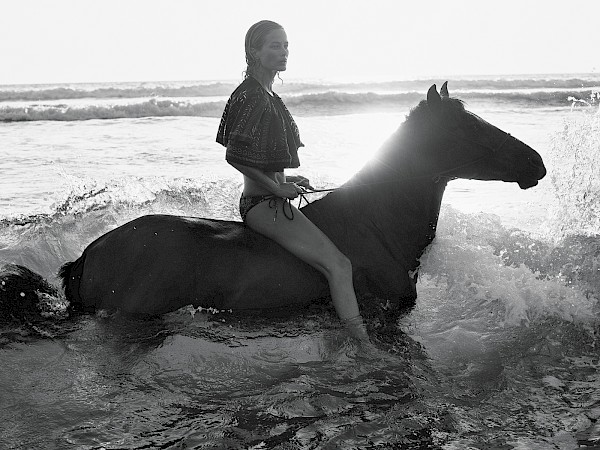 Swim with horse b&w fashion photography timeless inspo textures body timeless kate moss lindbergh newton avedon demarchelier meisel Alaia Chanel