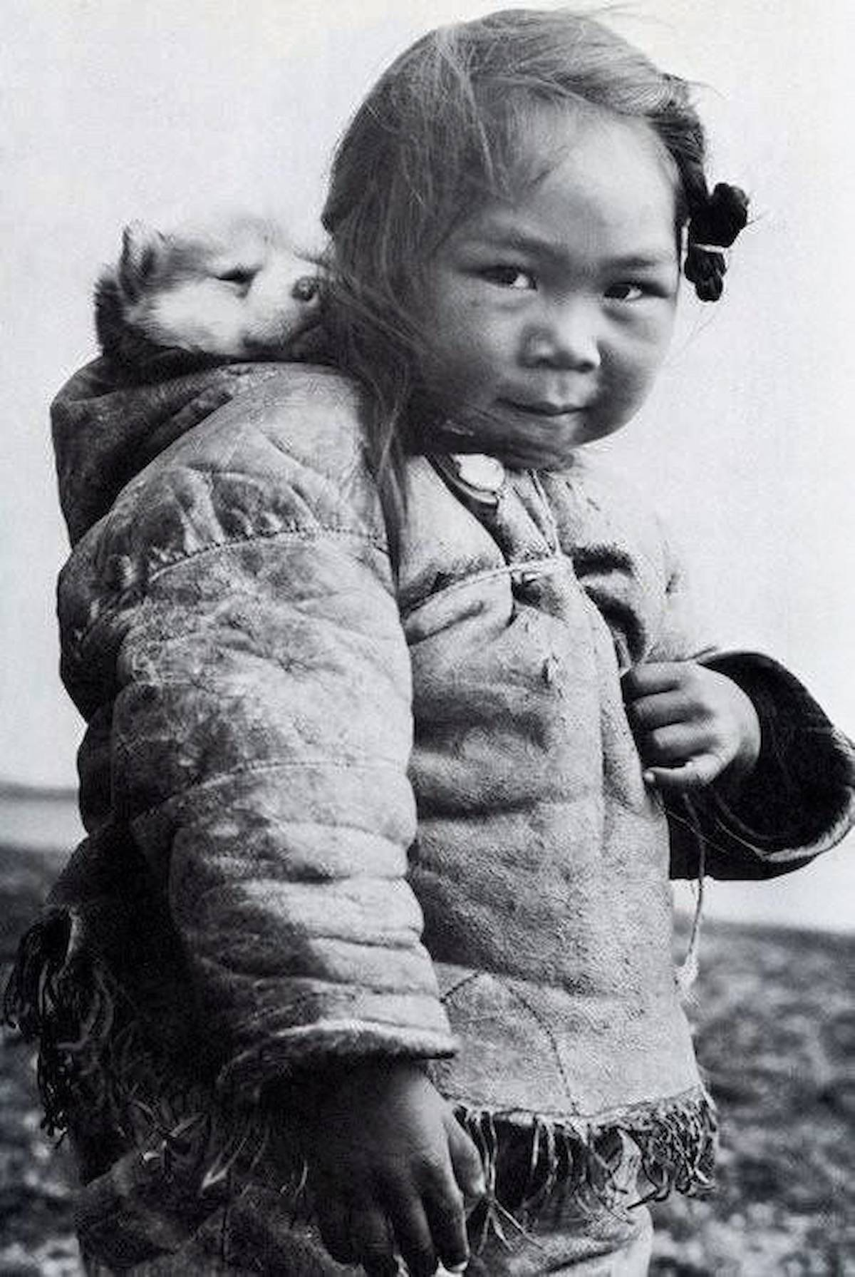 Eskimo inuit chukchi baby husky puppy Kate Moss b&w fashion photography timeless inspo textures body timeless lindbergh newton avedon demarchelier meisel Alaia Chanel