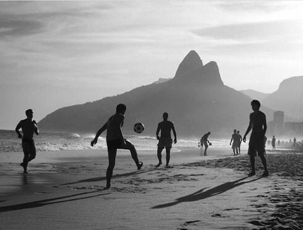 Rio beach copacabana ipanema Kate Moss b&w fashion photography timeless inspo textures body timeless lindbergh newton avedon demarchelier meisel Alaia Chanel